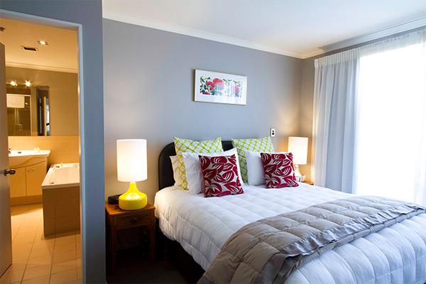 deluxe-poolside-two-bedroom