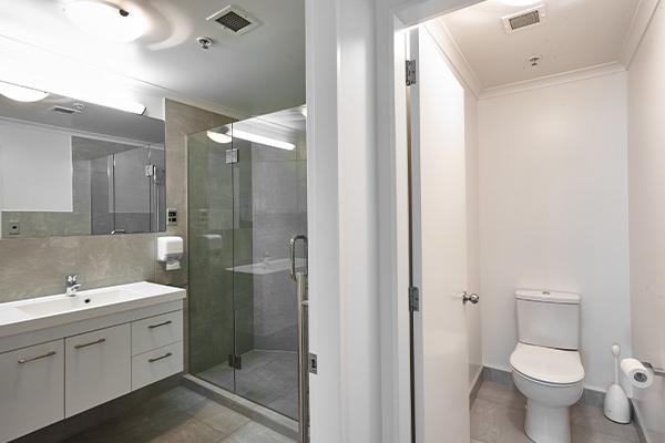 2-bedroom-bathroom